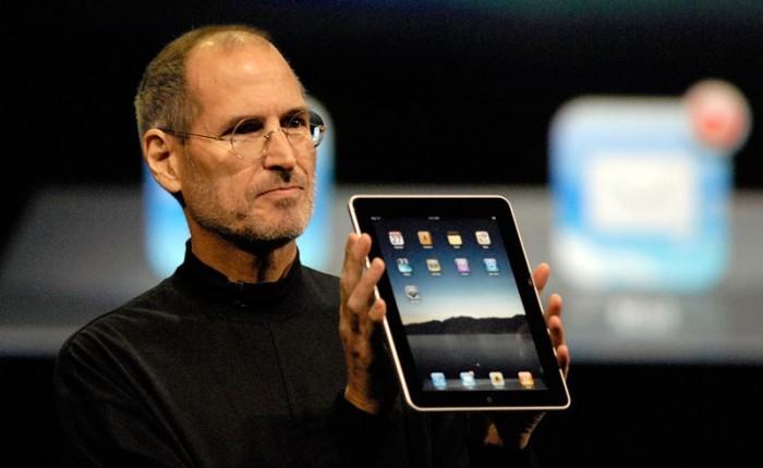 iPad(初代)を発表するスティーブ